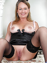 Mature Babes, Horny maid Kashmir found toys to fuck in the treasure box