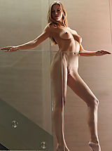 Babes Pics: Supermodel Eufrat poses nude in the House of Glass...