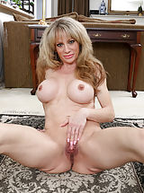 Tight Vagina, Elizabeth_green - Horny MILF teases her soft shaved pussy until she cums