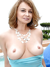 Milf Babes: Anilos housewife moistens her glass toy and fucks her pink pussy outdoors