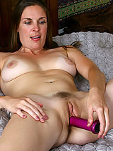 Hairy Babes: Anilos Laila fucks her cougar snatch with a purple toy in bed