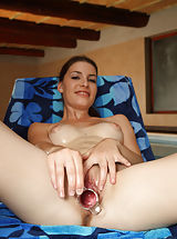 Ennie Sweet Gaping for Deep Inner Pussy and Cervix Pics