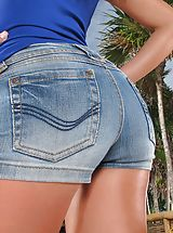 Jeans Babes: Wet Muschi Model Set 918 Gina Devine shows her rosey crotch