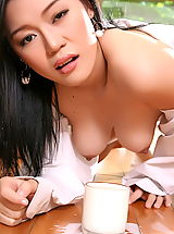 Erotic Babe, Asian Women ma yu jie 04 kitchen milky tits
