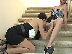 FTV Girls, Kirsten and Natalie make out on the stairs