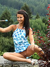 ALS Scan Pics: tea jul 05 extreme outdoor pussy openen shaved cunt