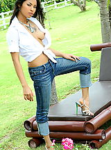The Black Alley Pics: amara ranipas 22 tight jeans erect nipples