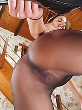 Pantyhose Babes: Disrobed Sinful Dame Set No. 1037 Amirah Adara shows her attractive crotch