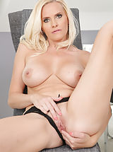 bald pussy, Lilly Peterson