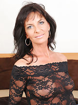 Milf Babes: Horny cougar Sarah Bricks really loves sucking cock and rides on it on the bed really good