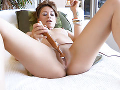 Squirting Pussy videos, Blake masturbates her pussy