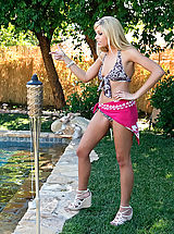 Bikini Babes: Darcy Tyler gets her pussy filled poolside