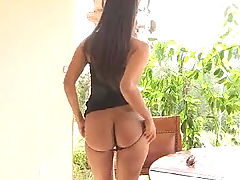 Shazia is sexy and shows us her tight ass before dropping her panties