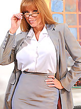 Anilos Pussy: Classy secretary takes off her glasses and begins to strip