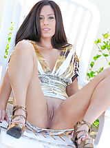 rasierte möse, Zoey in heels and a dress with no panties flicks her clit