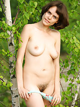 Hairy Pussy: Fascinating babe Rimma decides to take her panties off outdoors