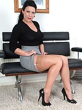 Vintage Babes: Ashleigh wants the job...the job to get YOU off!