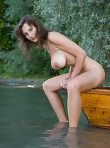 Outdoor Babes: Femjoy - Ashley in Conqueror of Paradise