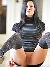 Teen Pussy, Valentina shows us her pussy